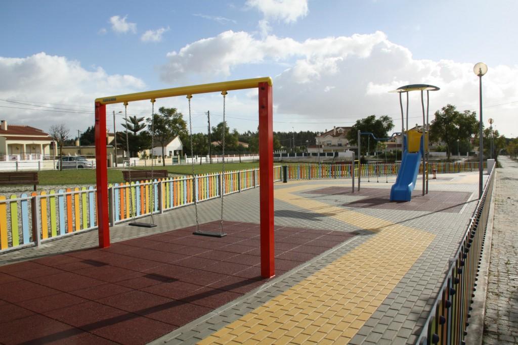 Parque Infantil em Casais da Lagoa (Foto: CMA)