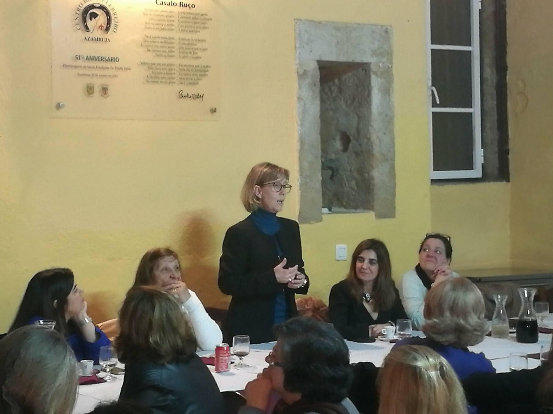 Maria Luís Albuquerque em jantar temático das Mulheres Social-Democratas de Azambuja